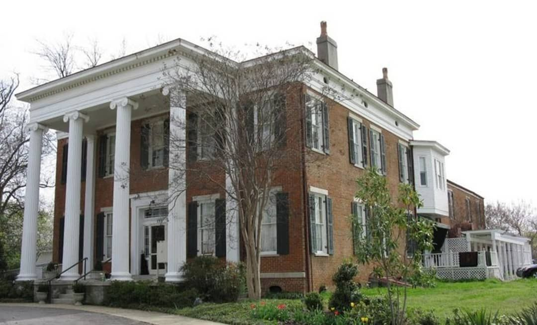 Emily On Instagram The Hunt Phelan Estate In Memphis Circa 1828 For Sale Now For 2 5 Million Located At The En Haunted Hotel Historic Homes House Styles