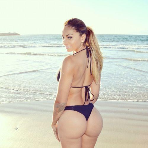 Mature milf showing her amazing ass
