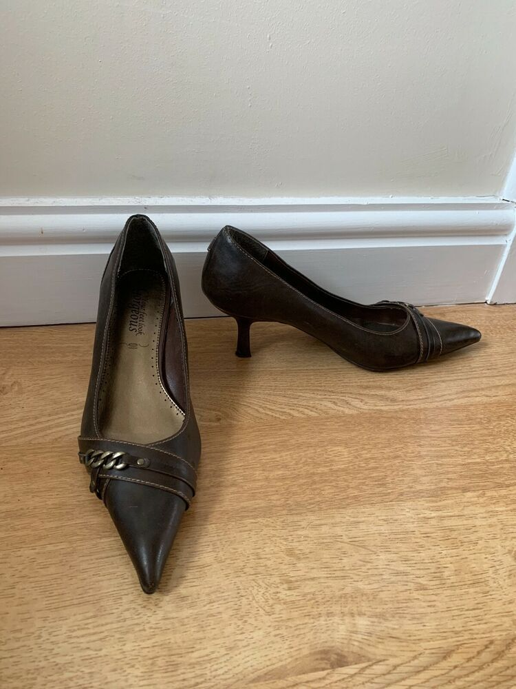 125ab1fb455f New Look Faux Leather Dark Brown Chain Detail Pointed Toe Kitten Heels UK 6  - Kitten Heels from Ebay UK - #KittenHeels #heels 4.00 (0 Bids) End Date:  Friday ...