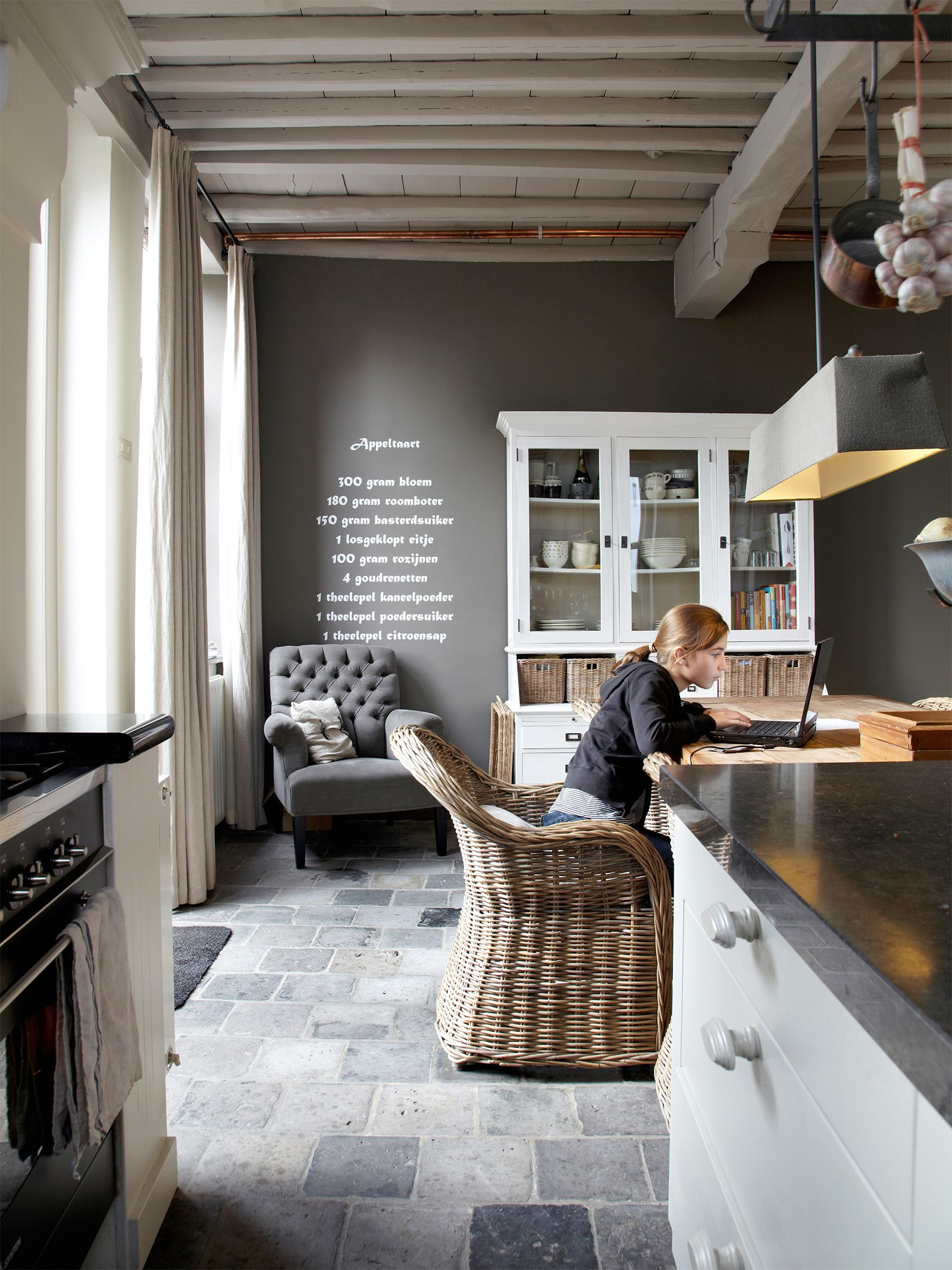 antike bodenfliesen opkamer antike terrakotta naturstein ideen h user graue fliesen. Black Bedroom Furniture Sets. Home Design Ideas