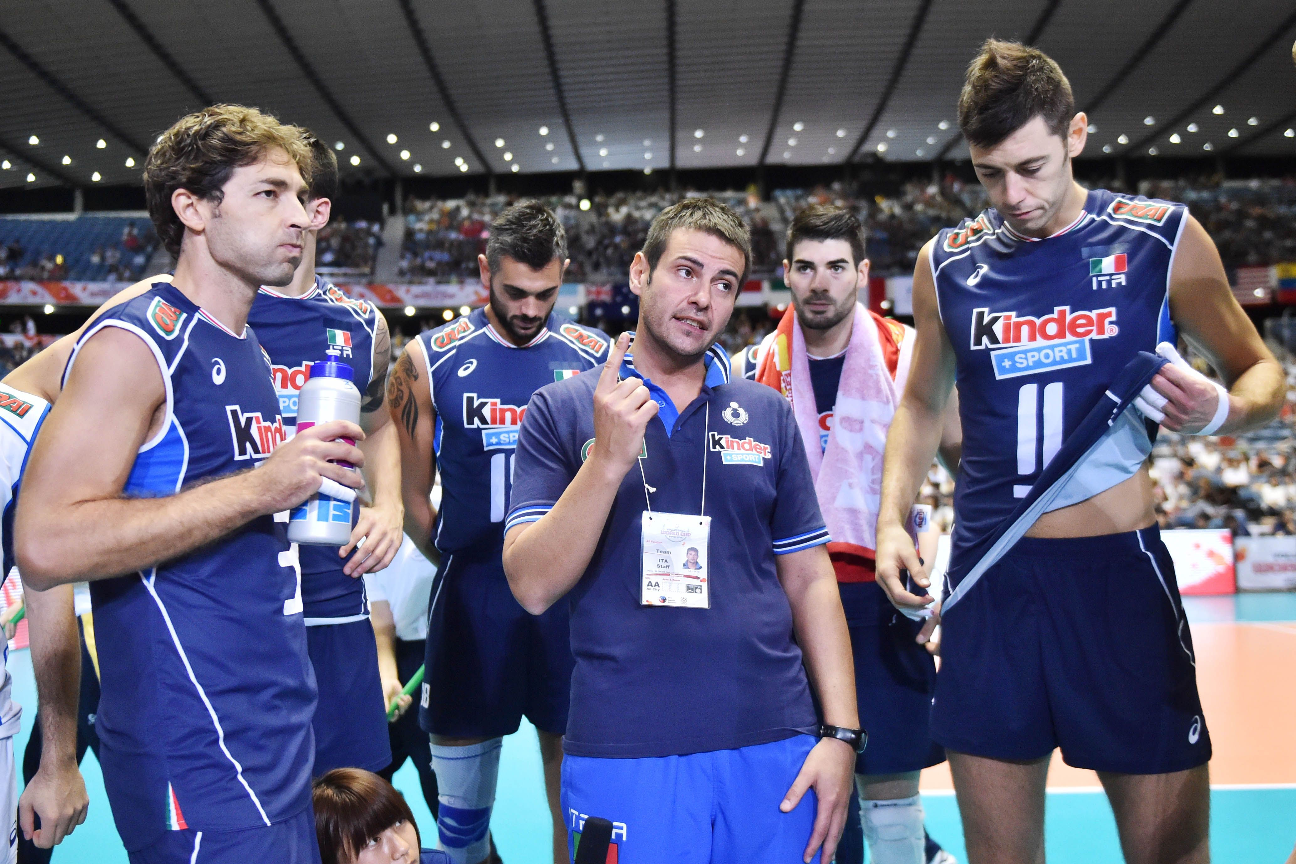 Gianlorenzo Blengini Speaks To His Players During A Time Out In 2020 Volleyball Sports Players