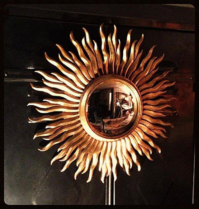 miroir soleil il de sorci re bomb cadre dor ann es. Black Bedroom Furniture Sets. Home Design Ideas