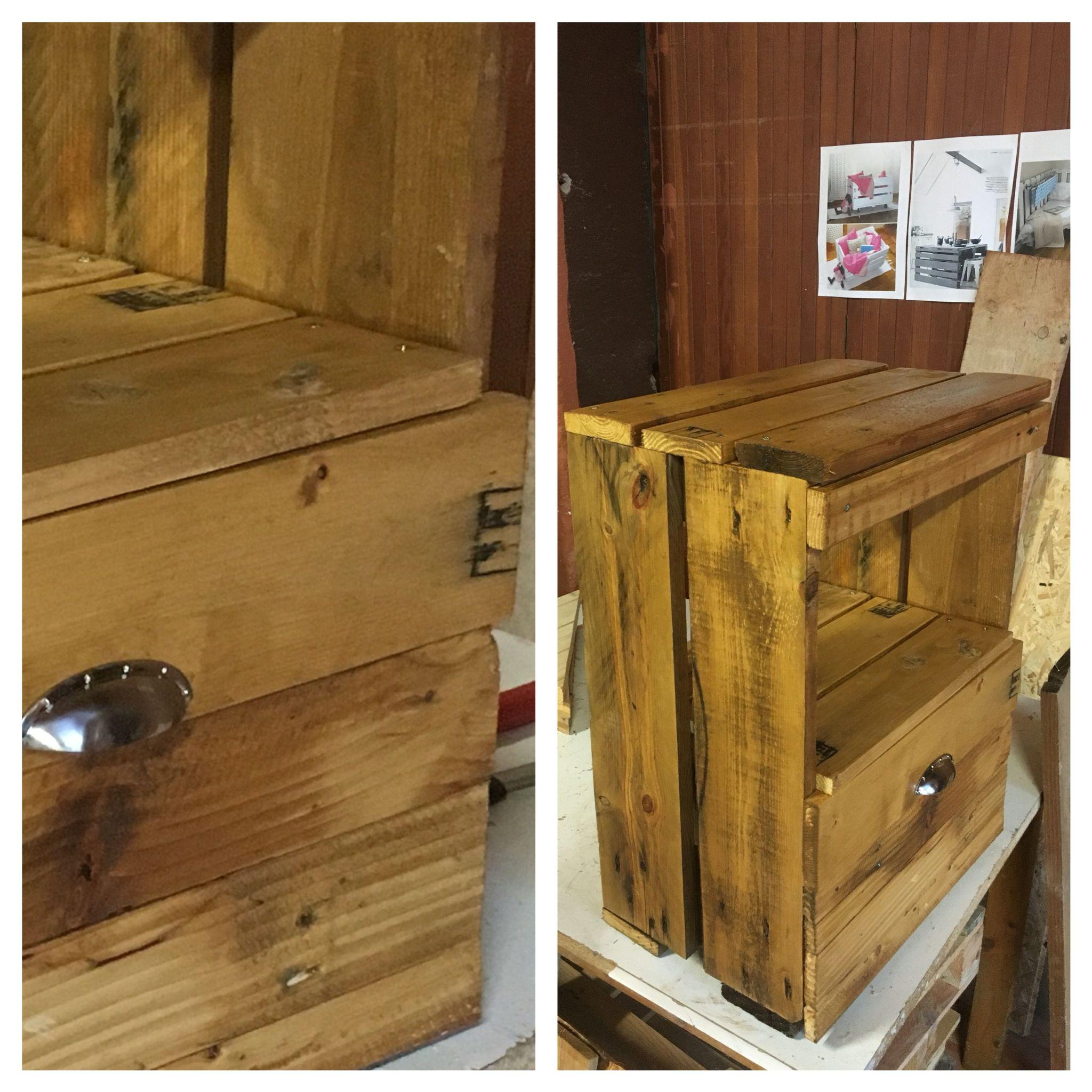 table de chevet en bois de palette mes cr ations pinterest. Black Bedroom Furniture Sets. Home Design Ideas