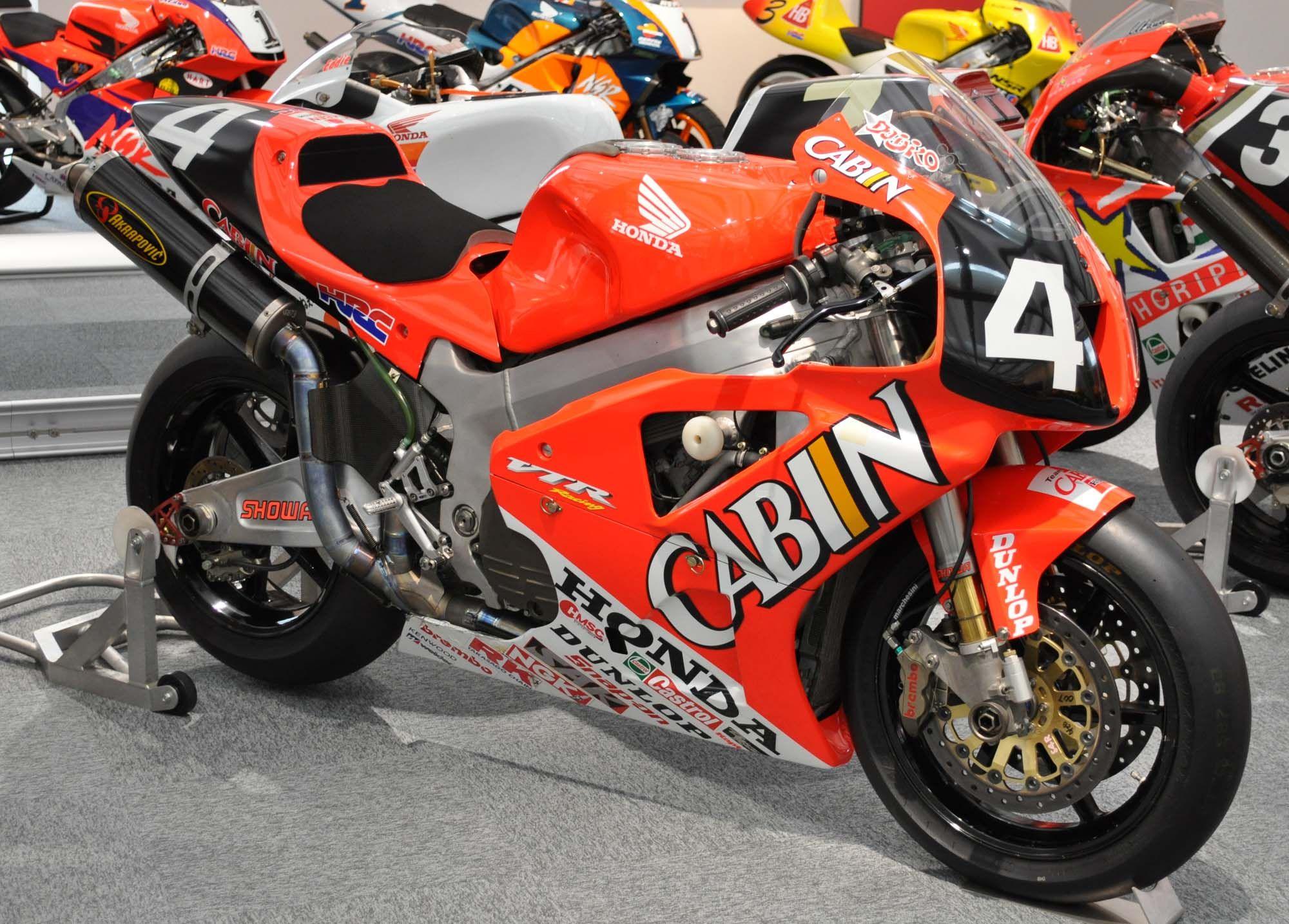 Honda_VTR1000SPW_2000.jpg 2000×1435 pixels