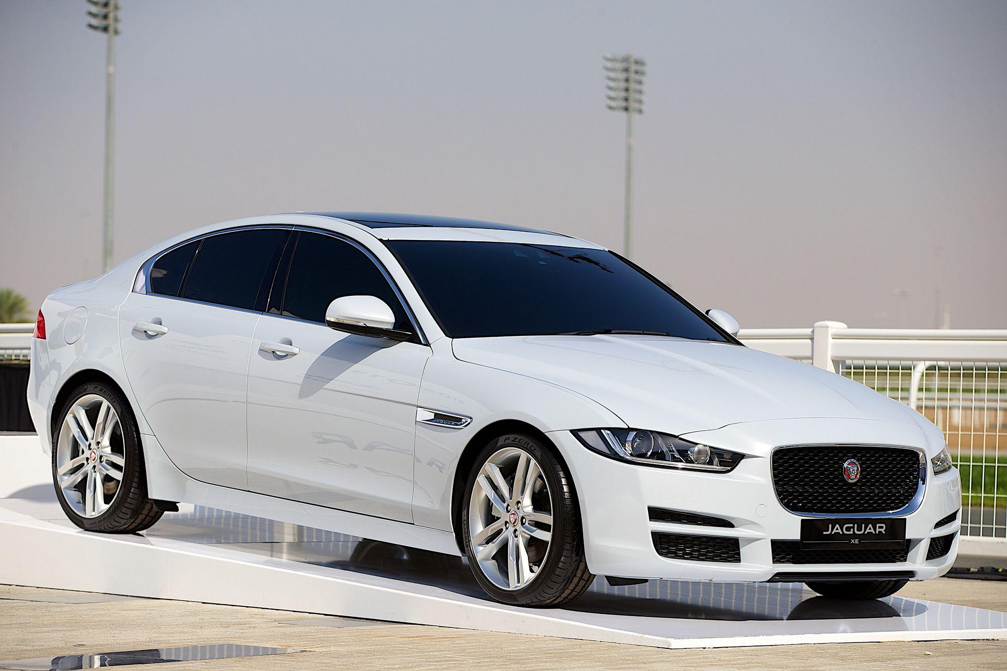 Jaguar Style Stakes At The 2015 Dubai World Cup Jaguar Xe Jaguar Car White Jaguar Car