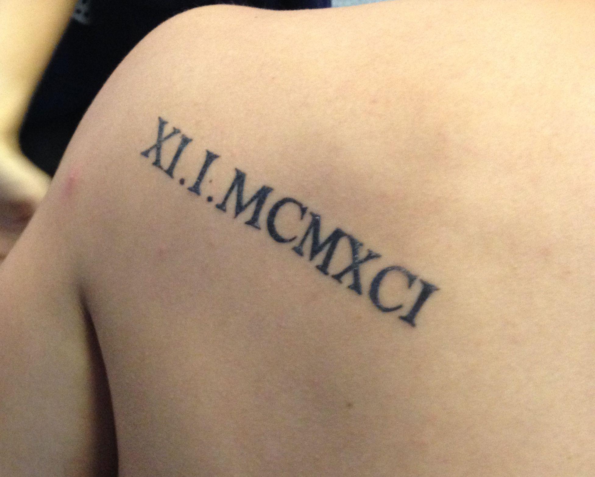 Roman Numeral Tattoos Font: Pin De All Things Film Em Tattoo