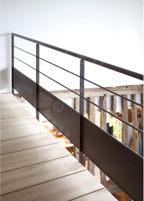 Escalier d 39 int rieur en colima on m tal rouill et bois photo s31 gamme initiale spir 39 d co for Escalier interieur contemporain