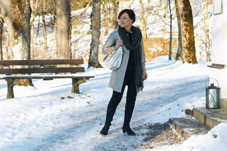 Easy chic im Winter in Schwarz und kühlem Silber | Schwarz