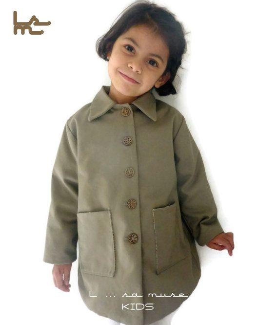 cb580ca71451f Manteau en gabardine pour petite fille. Taille 3 5 ans. Modèle