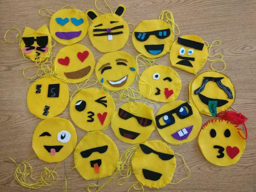 Emoji Plushies Artwithmsk Com Emoji Craft Plushies Emoji