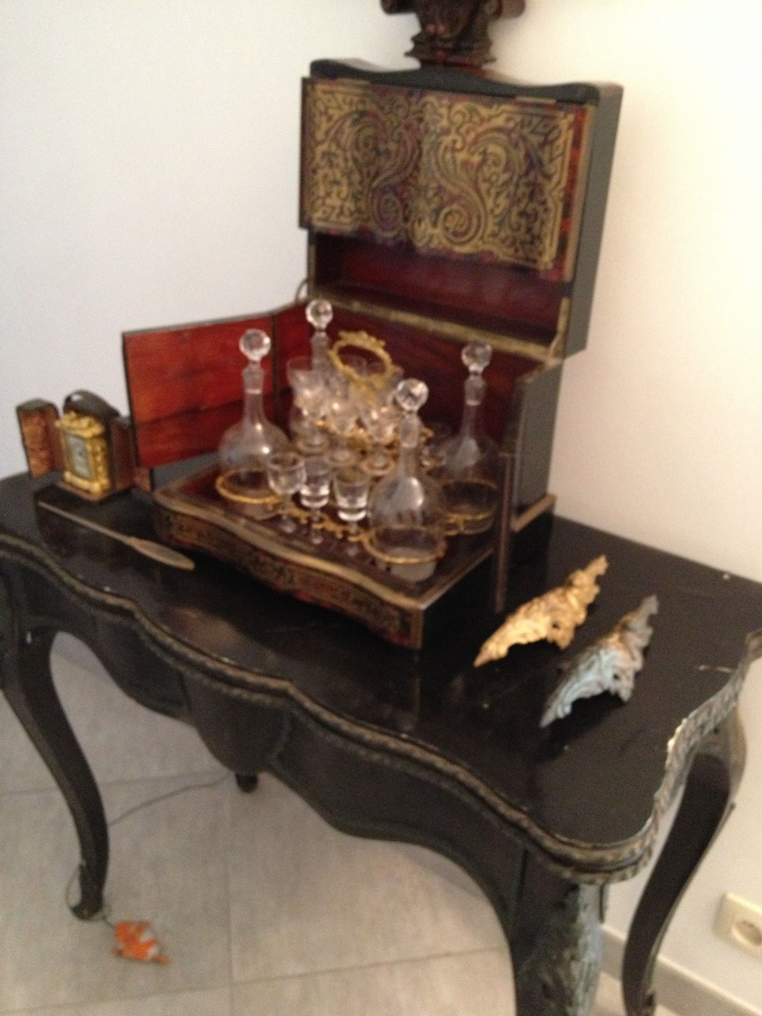 A great Napoleon III card table to restore. I already started restoring and cleaning the bronze ornaments.