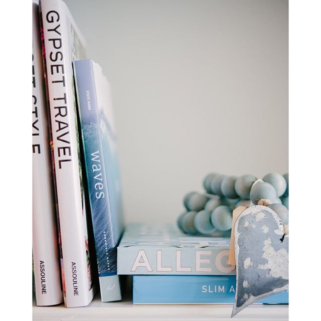 Today on the #blog we're rounding up our #editor's favorite #books! See what we're #reading this #September, and tell us what's on your #readinglist below! | Photography: @brookeallisonphoto