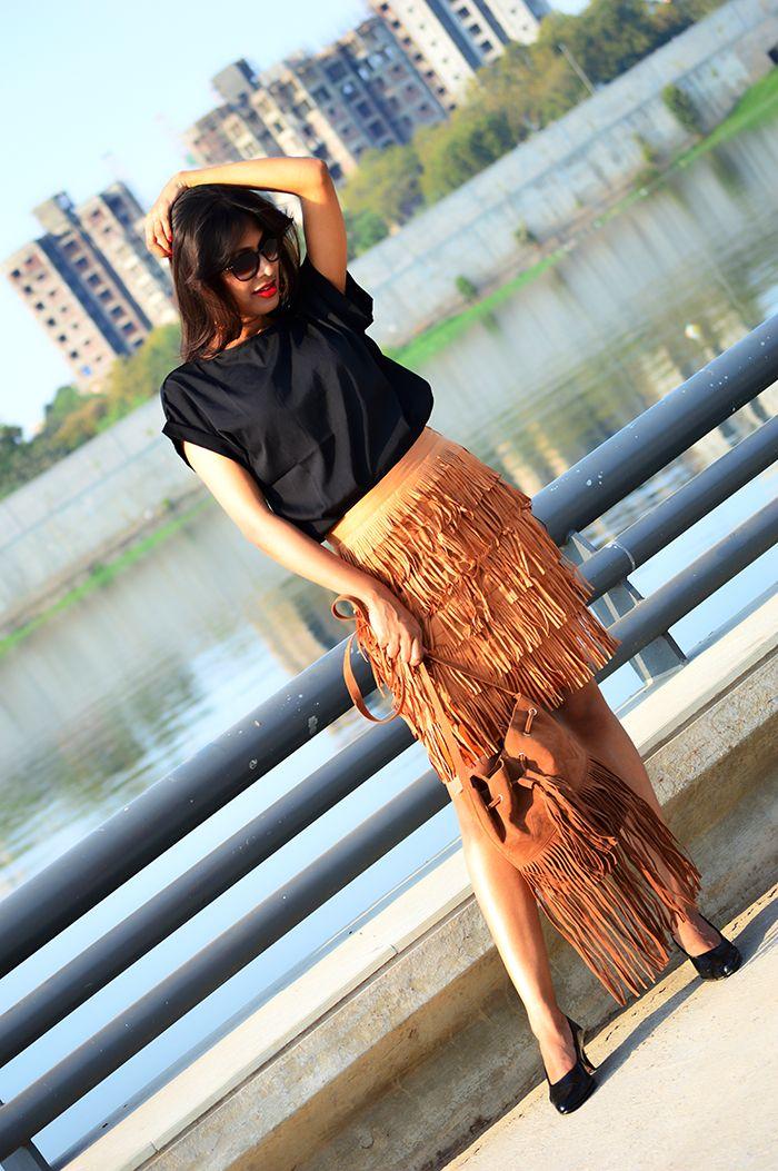 Fringe Benefit #outfitoftheday #fashionblogger #fringeskirt #streetstyle #fashionphotography #shopping