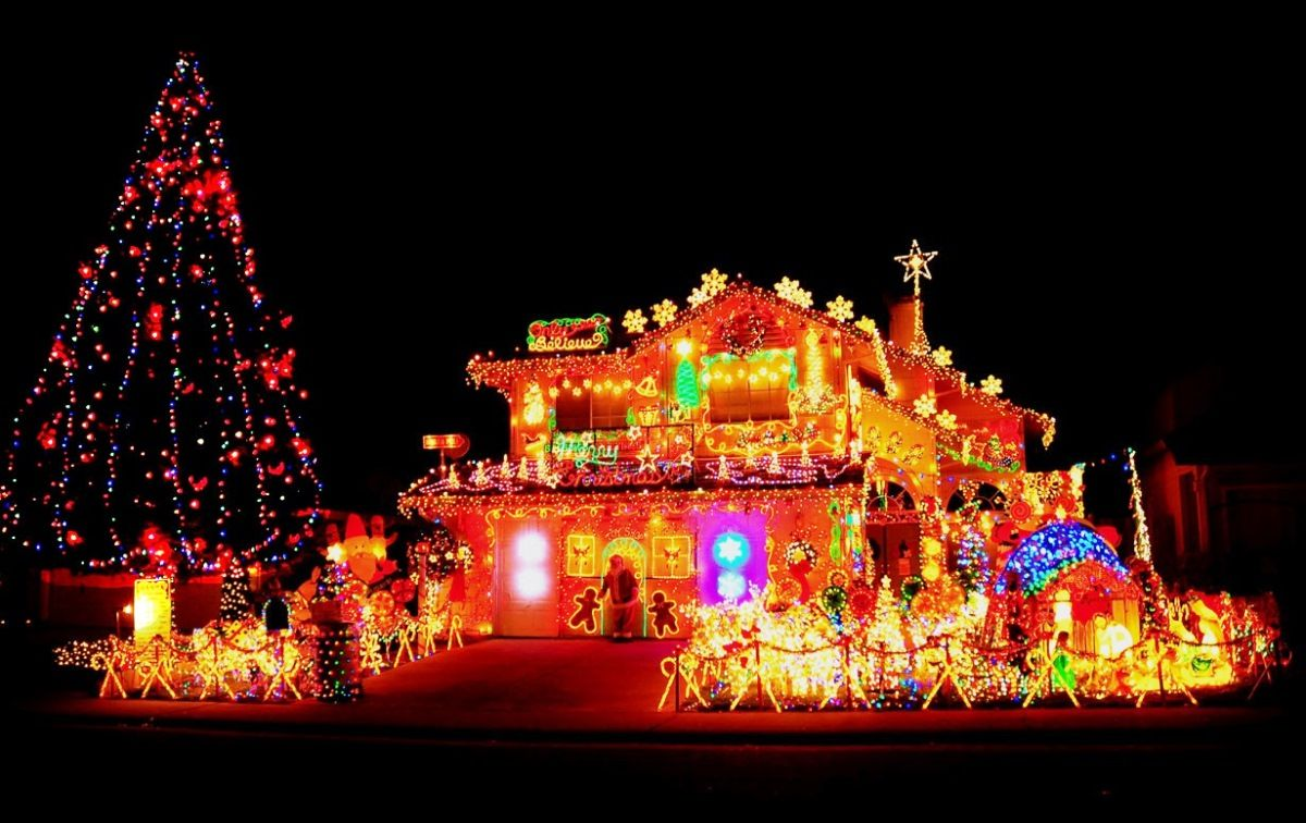 Cool Beast and Biggest Outdoor Christmas Lights at House Decorating