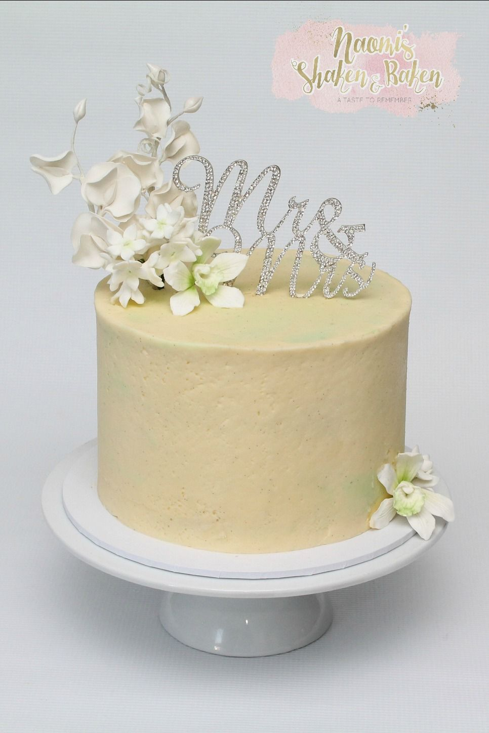 Simple stunning little wedding cake for an intermit gathering ...