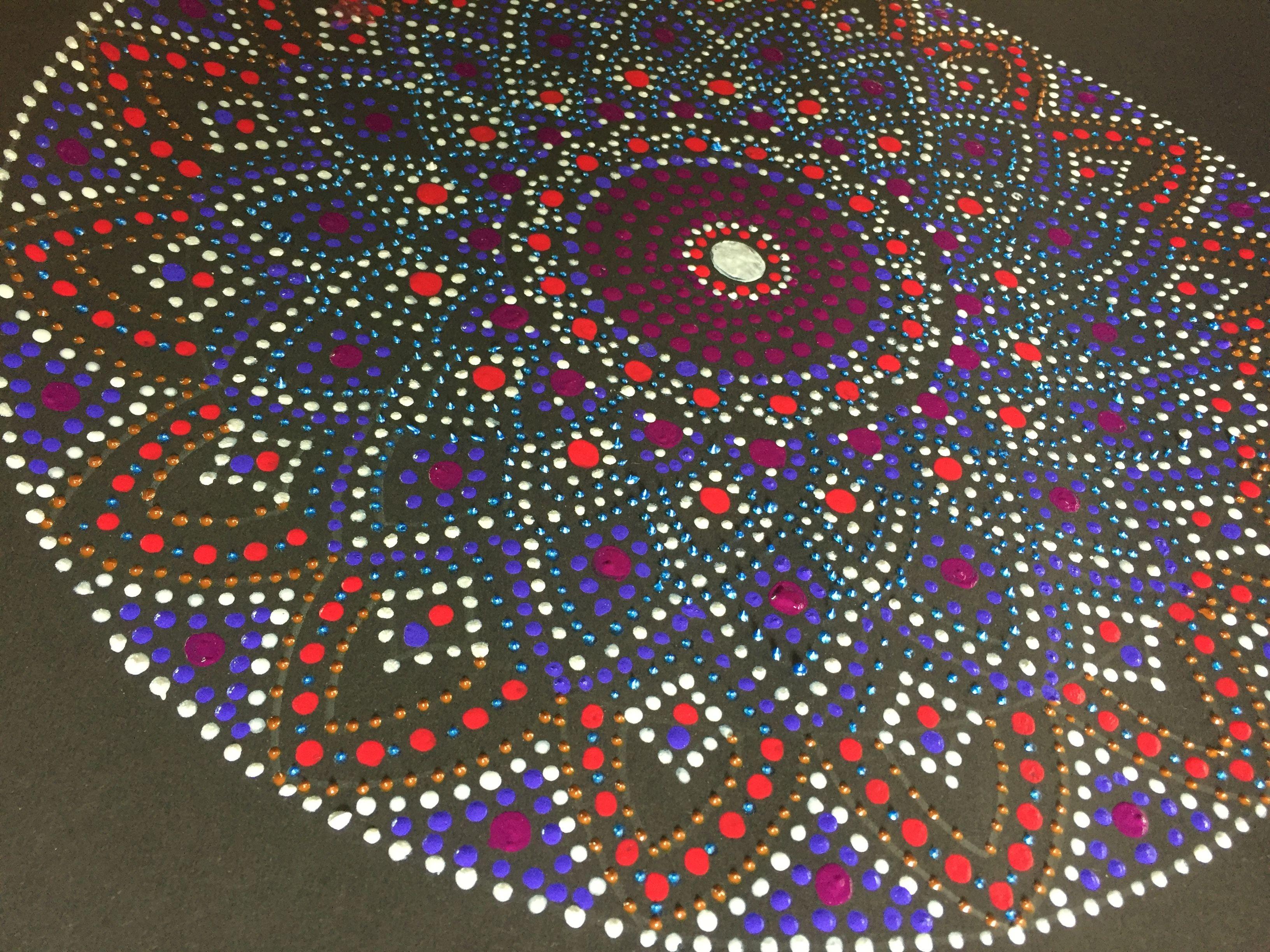 Mandala with acrylic colors - Kiraan
