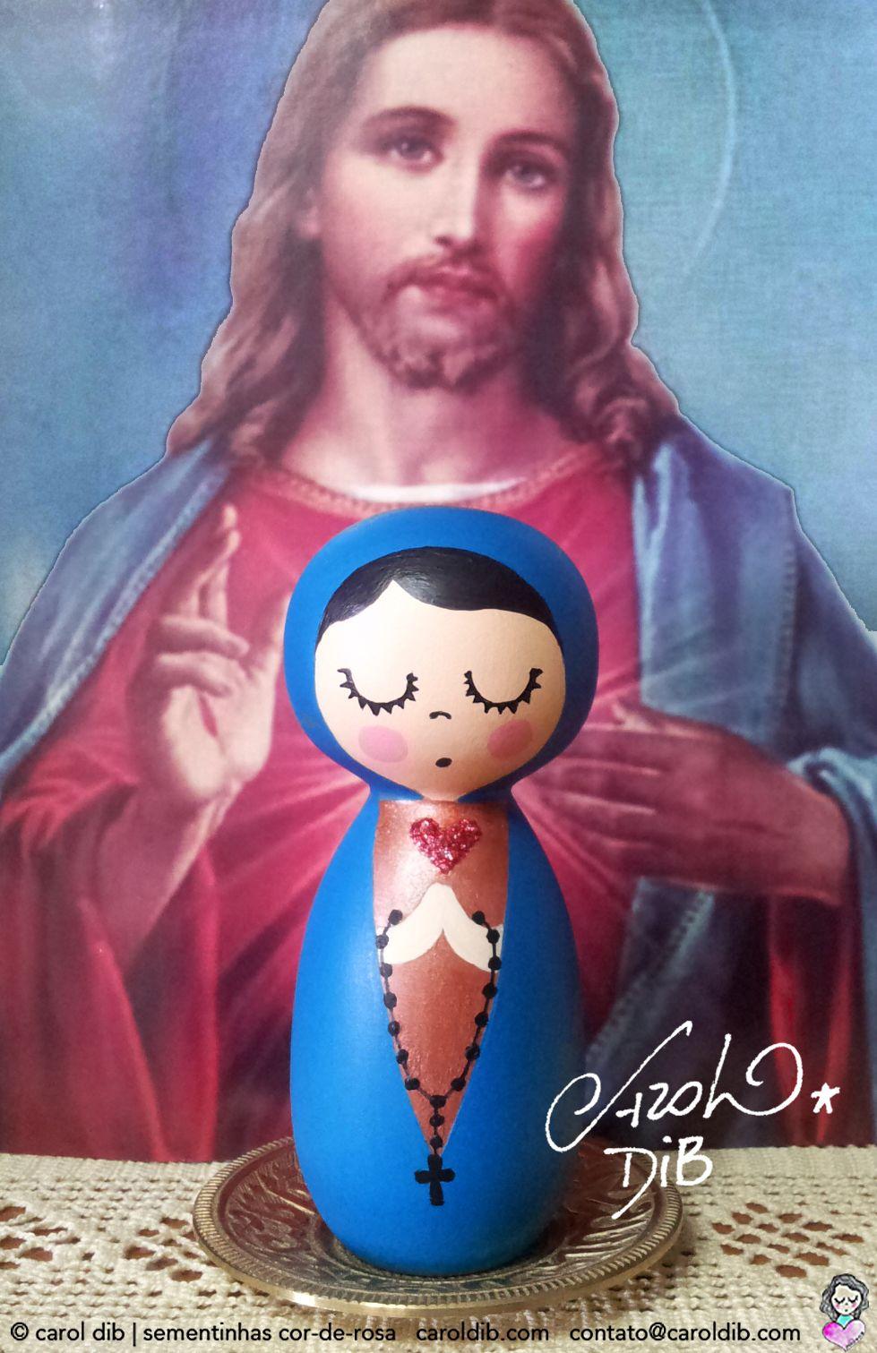 Maria e seu filho Jesus! Nossa Senhora passa na frente e abre os caminhos <3 Encomende sua Nossa Senhora bonequinha de madeira: contato@caroldib.com. Acompanhe nosso trabalho de #amorilustrado #porondeflor no Facebook/Sementinhascorderosa e no Instagram @caroldib_sementinhascorderosa.