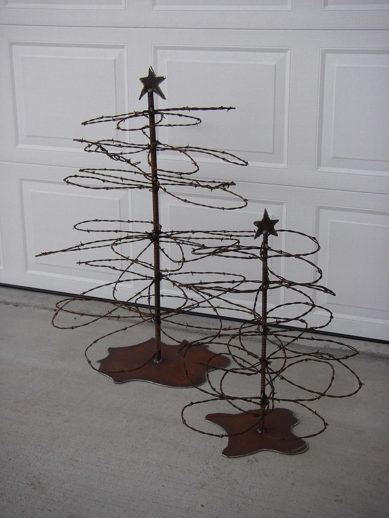 Rusty barbed wire christmas trees. These are awesome!!!!   DIY ...