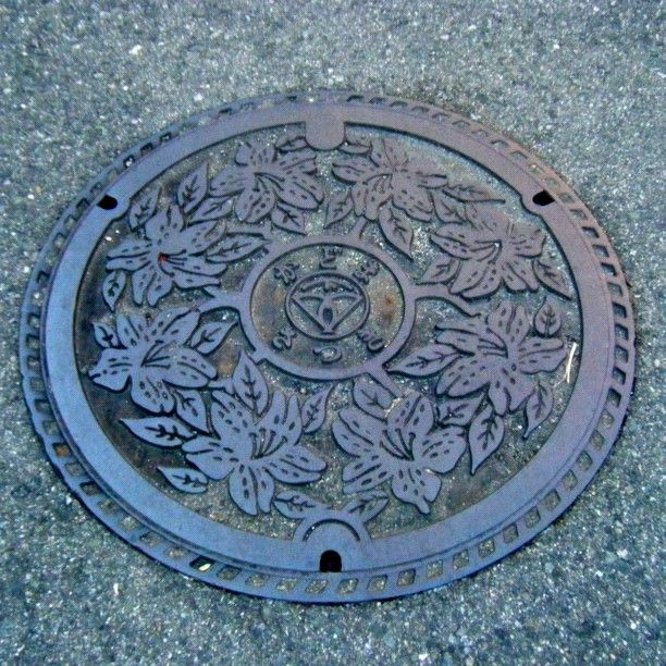 #art_on_the_ground #manholeunited #manholejp #manhole #gullydeckel #manholecover #tapa #kumlokk #sewer #sewerage #alcantarilla #foundry #kadoma #osaka - @tmw_colored- #webstagram