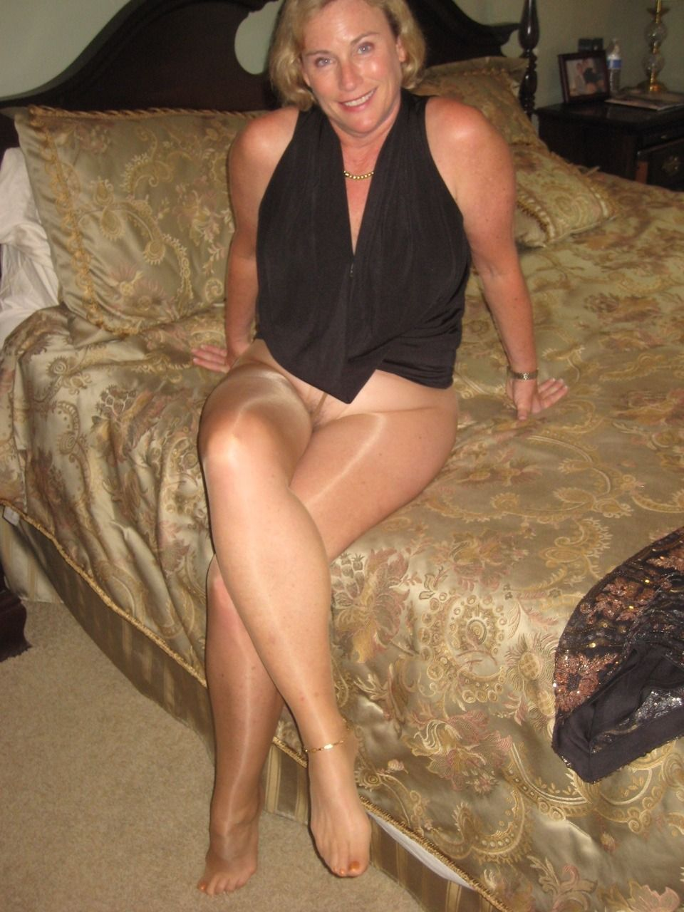 Gold Anklet And Sheer Suntan Pantyhose Mmmm Baby -8805