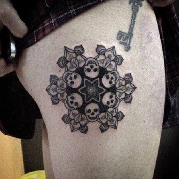 20 Tatuajes Blanco Y Negro Aterradoramente Hermosos Inspirados En