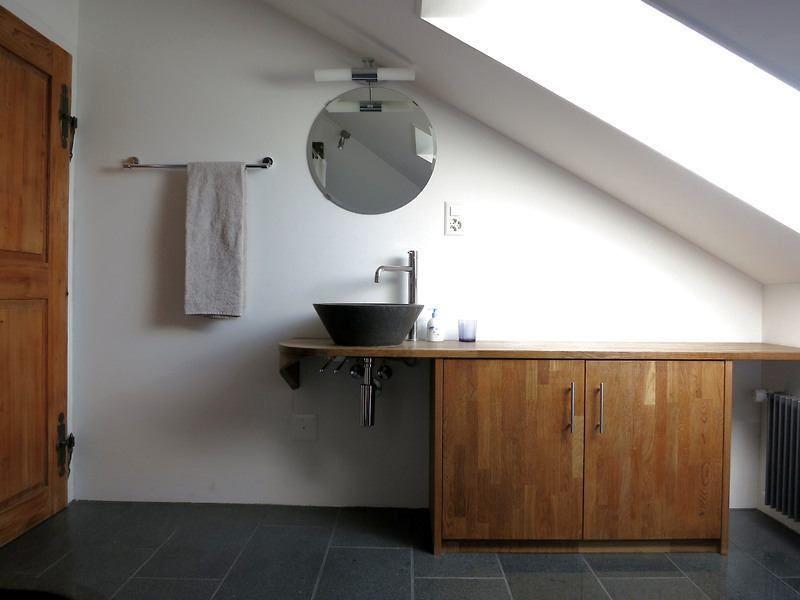 2 Zimmer Dachwohnung In Munchenbuchsee Be Mobliert Temporar Mieten Bei Coozzy Ch Coozzy Runde Badezimmerspiegel Wohnung Gewerbeflache