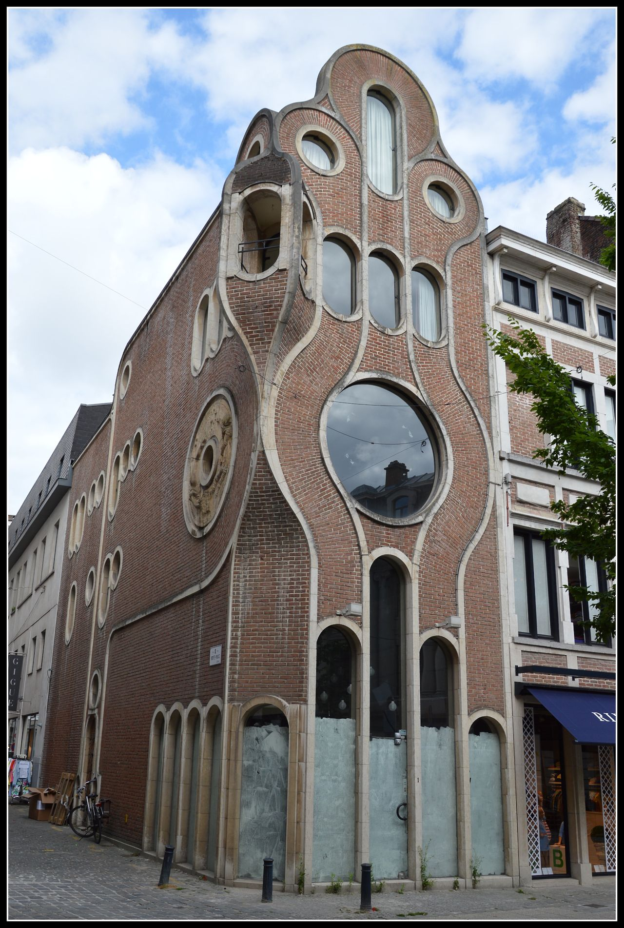 Art Deco Nouveau: This House In Ghent Is Described By Some As Nouveau, By