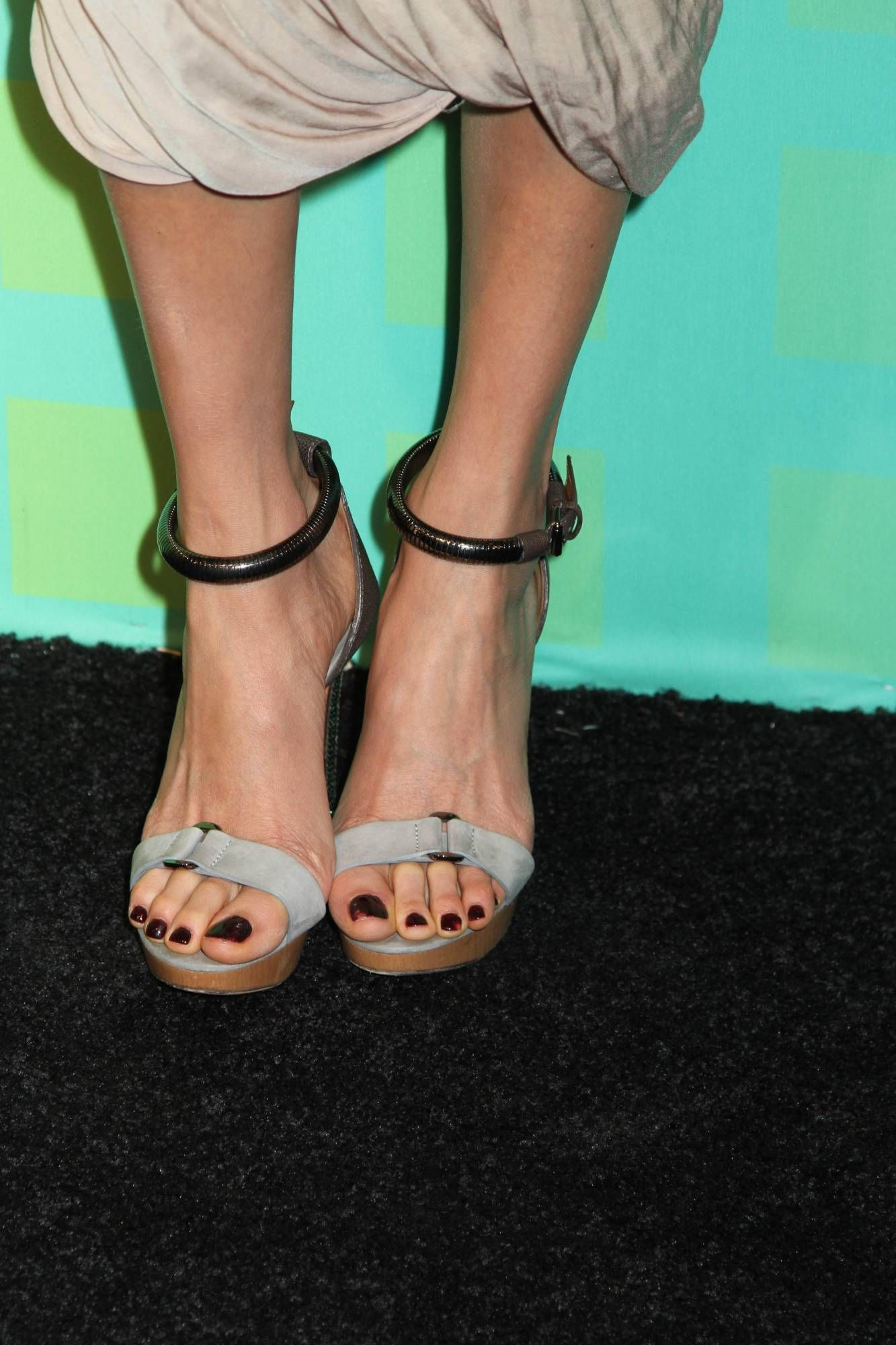 Maggie Q [Wikitoes] | Celebrity Toe Close Ups | Shoes ...