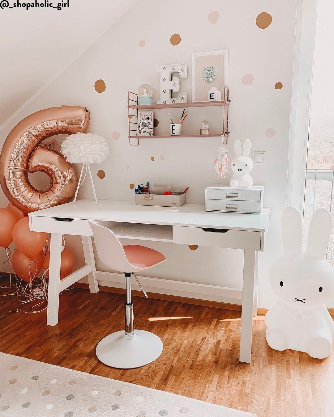 Madchen Traum In Diesem Liebevoll Eingerichteten Kinderzimmer Konnen Sich Die Kleinen Nur Woh Kinder Zimmer Zimmer Einrichten Jugendzimmer Zimmer Einrichten