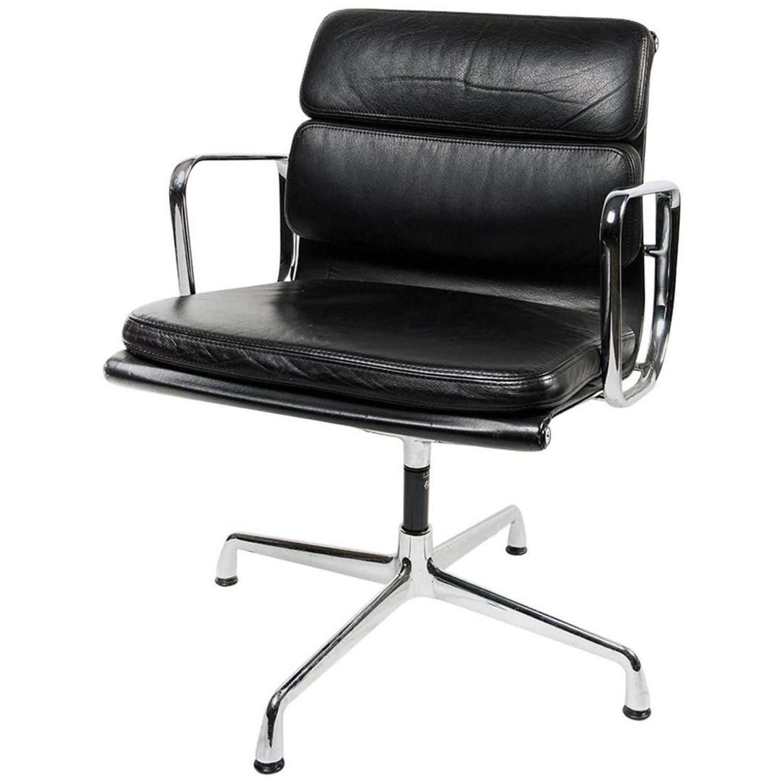 Charles eames for vitra ea208 soft pad chair chair
