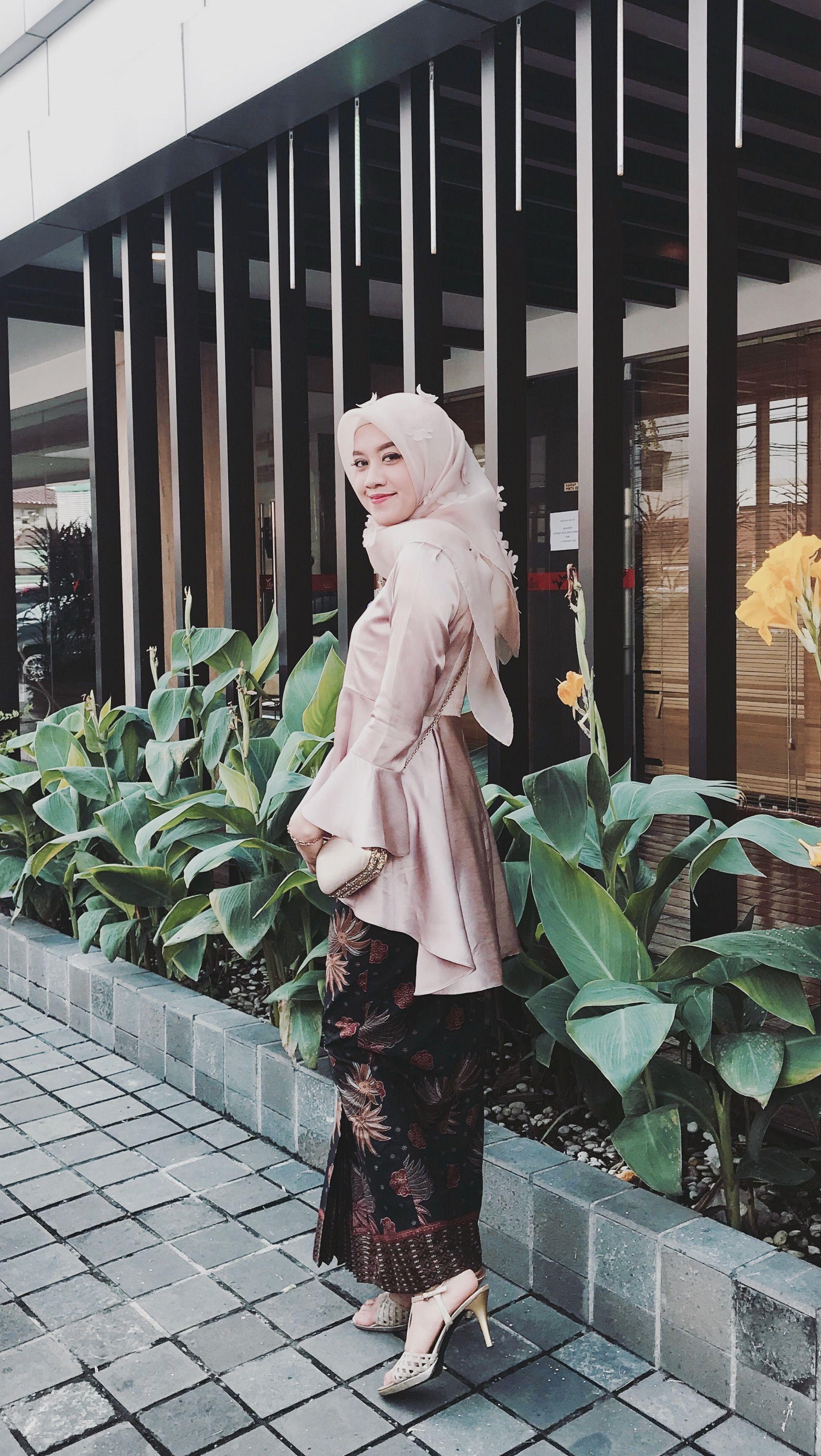 Pin oleh Uswatun.hasanah di Hijab Dress  Gaun remaja, Pakaian