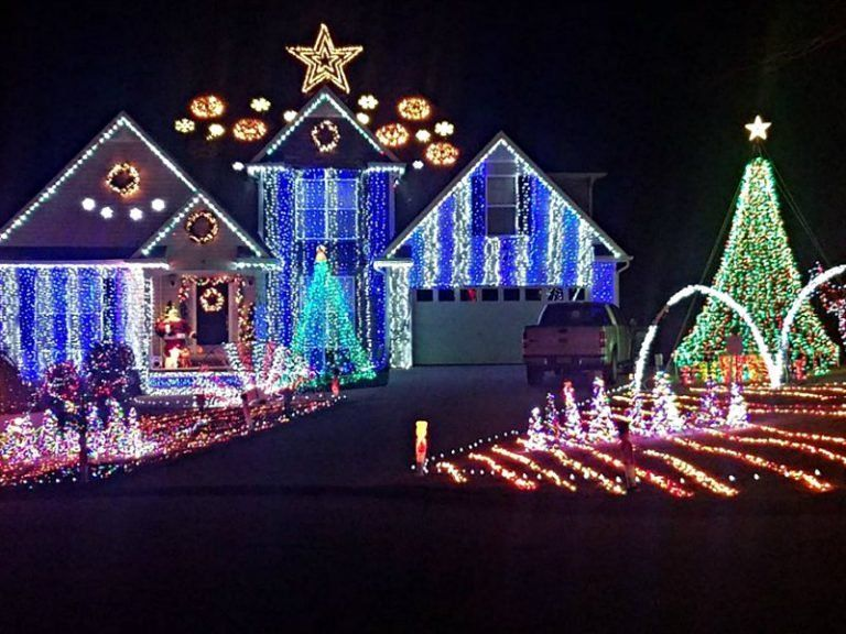 Lake Lainer Christmas Lights 2020 10 Best Neighborhoods to See Christmas Lights in Atlanta