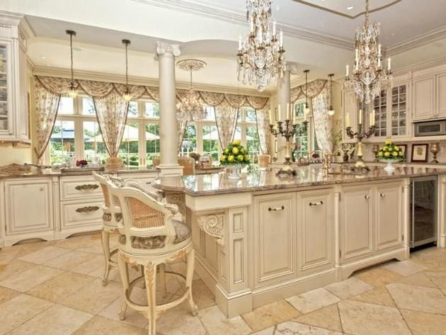 Gourmet kitchen Love the chandeliers Kitchens Pinterest - cocinas grandes de lujo