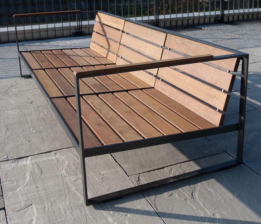 Der Aussenbereich erhält durch die Design- Metall Lounge Möbel eine
