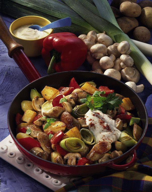 Unser beliebtes Rezept für Bratwurst-Gemüsepfanne und mehr als 55.000 weitere kostenlose Rezepte auf LECKER.de.