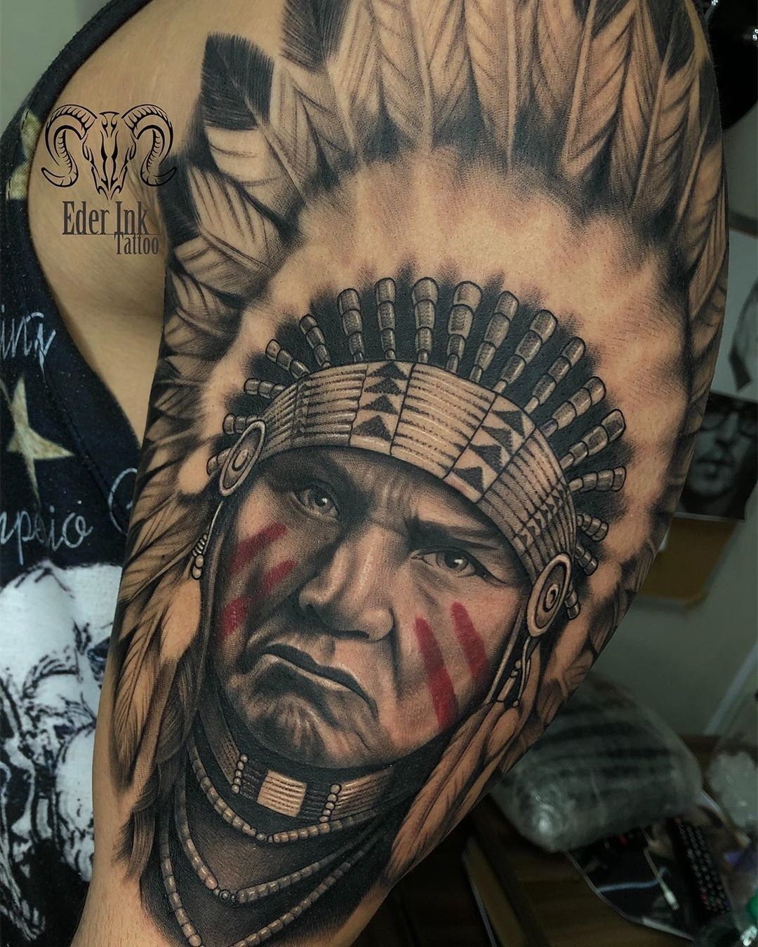 Tatuagem No Estilo Preto E Cinza Criada Pelo Artista Brasileiro Eder Ink De Franca Sp Clique Para Native American Tattoos Native Indian Tattoos Indian Tattoo