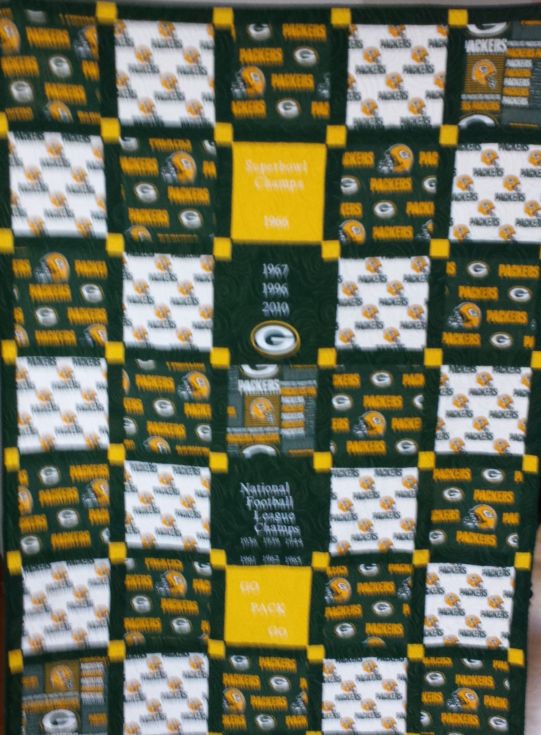 Green Bay Packer Quilt Designed Pieced And Quilted By Nanci Villareale At Hillside Lane Studios Sports Quilts Football Quilt Quilts