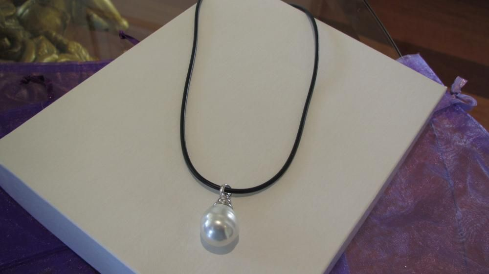 Large baroque majorica pearl pendant necklace httpluxeandclass large baroque majorica pearl pendant necklace httpluxeandclass mozeypictures Images