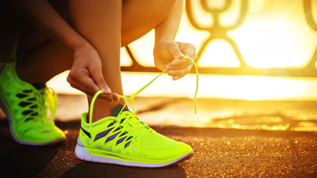Wybierz Wygodne I Ladne Buty Tak Ladne Jesli Beda Ci Sie Podobac To Chetniej Bedziesz Je Nosic How To Start Running Barefoot Running Shoes Running Workouts