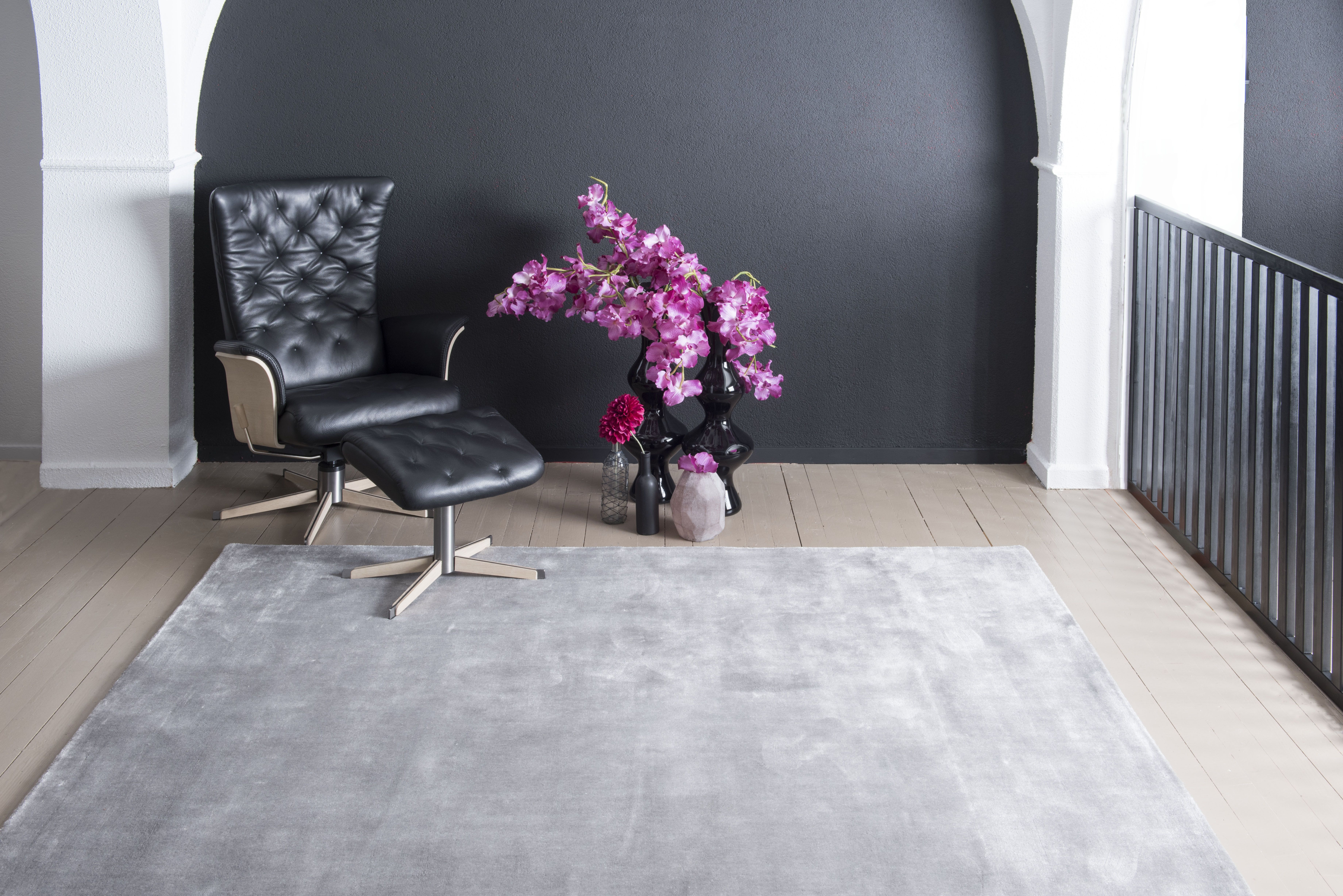 Brinker Carpets Flayosc Carpet Made Of 100 Tencel And Hand Woven In India Vloerkleed Eettafel Woonkamer