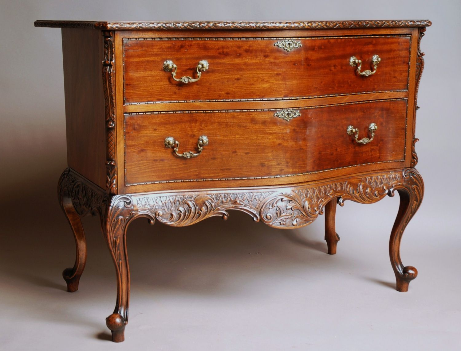 Commode furniture - Chippendale Style Commode Picture 2