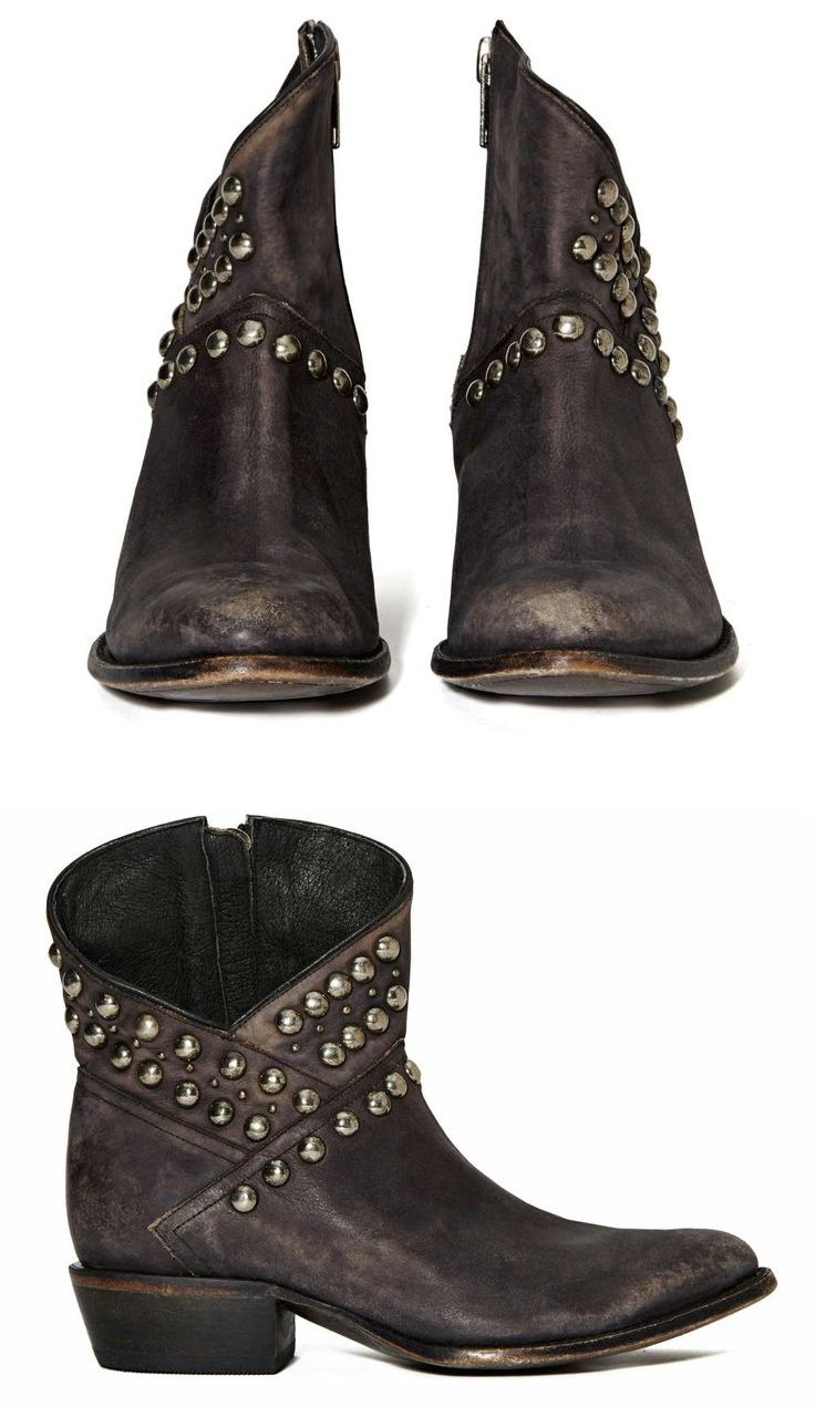 These Boots Were Made For Strutting: LOVE These Boots! #fashion #Western #boots #fall #winter