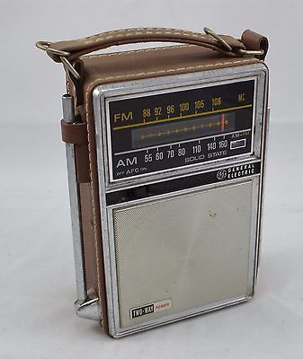 Vintage Ge General Electric P977b Am Fm Radio Two Way Power Ac Battery Works Vintage Radio Old Radios Childhood Memories