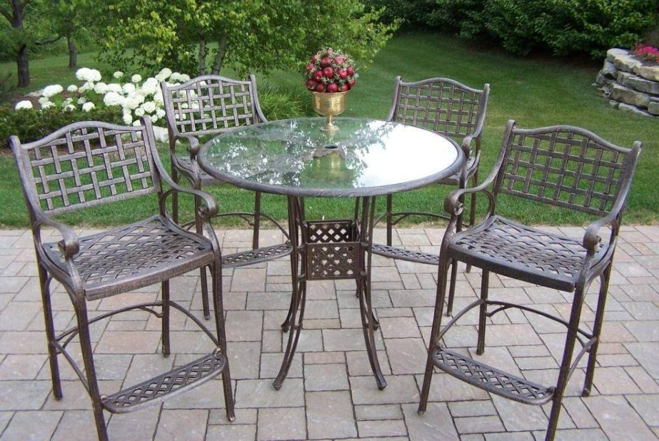 7 Easy Ways Of Removing Rust From Metal Furniture Aluminum Patio Furniture Metal Outdoor Furniture Metal Patio Furniture