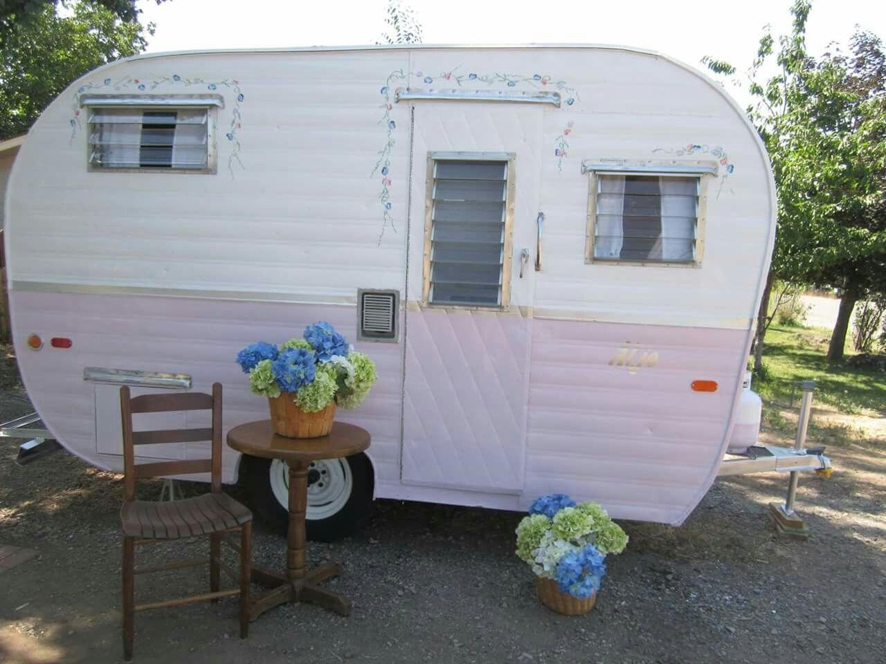 1959 Aljo Sweet Pea Vintage Trailers Summer Road Trip Yard Design