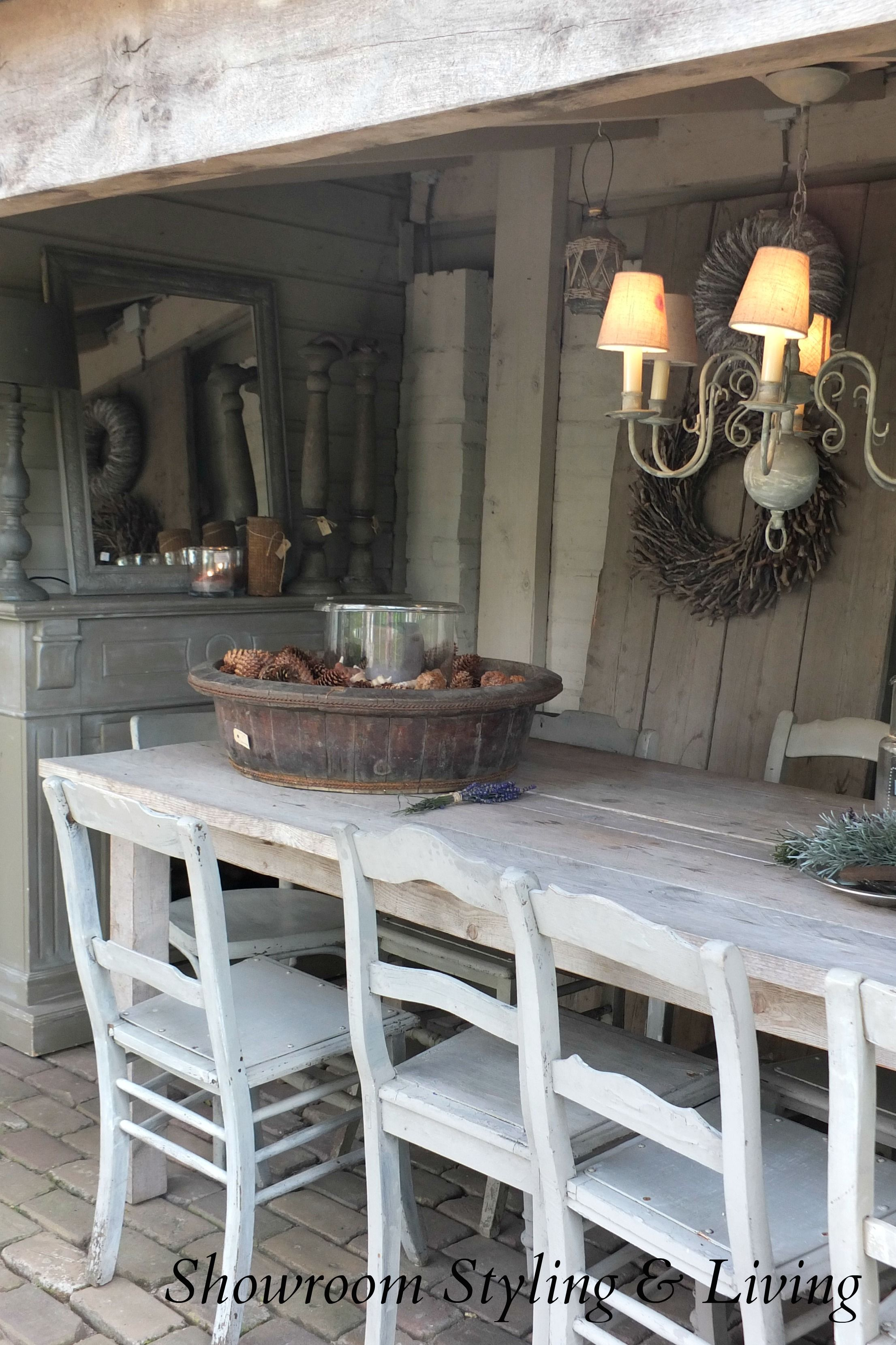 Landelijke overkapping vergrijsde buitenkeuken showroom for Interieur veranda