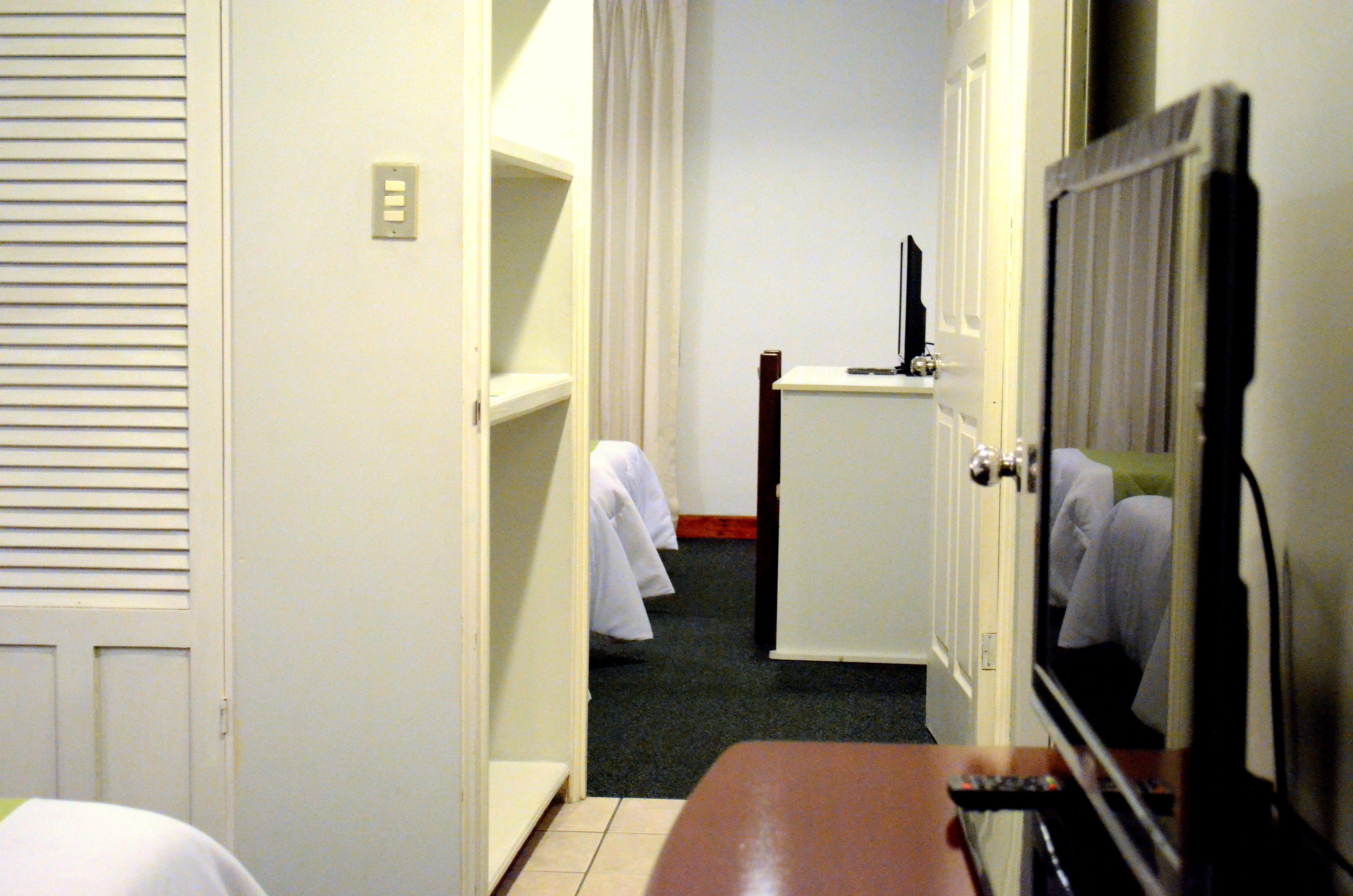 Master Suite Con Sala Comedor 2 Habitaciones Independientes Tv Cable Kitchenette Totalmente Equipada Y Bano Grande C Habitacion Sala Comedor Apartamentos