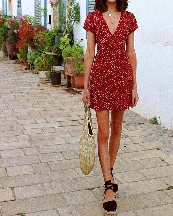 Inspiración: Vestido de lunares – #GuitaModa. Vestido rojo, pooh bag … – estilo bohemio