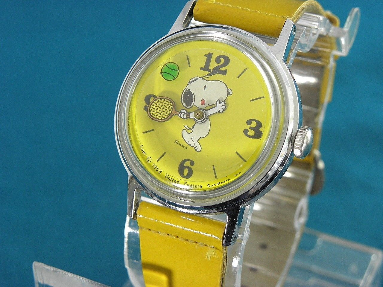 Vintage 1970 39 s timex mid size yellow snoopy tennis action watch w original band snoopy for Snoopy watches