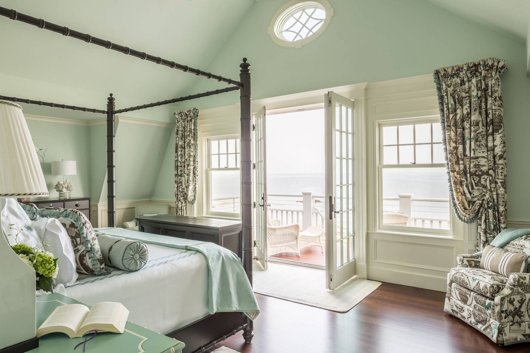 The Four Best Paint Colors For Bedrooms | Seafoam green ...